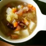 昆布だしで野菜スープ